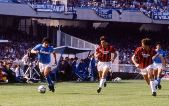 UNSPECIFIED,ITALY: 1986-87 Diego Armando Maradona of SSC Napoli , Alberico Evani, Franco Baresi of AC Milan during the Serie A match between SSC Napoli and AC Milan, Italy.  (Photo by Alessandro Sabattini/Getty Images)