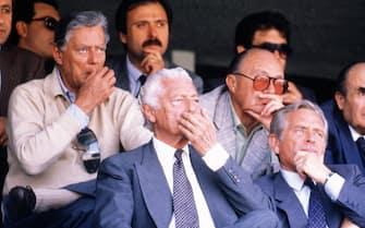 ***** Collection Juventus *****  Foto Archivio storico/LaPresse Anni '80-'90 Sport Calcio Juventus, famiglia Agnelli Nella foto: Giovanni Agnelli e Umberto con Giampiero Boniperti allo stadio