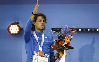 epa05419265 Gold medal winner Gianmarco Tamberi of Italy during the medal ceremony of the men's High Jump at the European Athletics Championships at the Olympic Stadium in Amsterdam, Netherlands, 10 July 2016  EPA/KOEN VAN WEEL  EPA/KOEN VAN WEEL