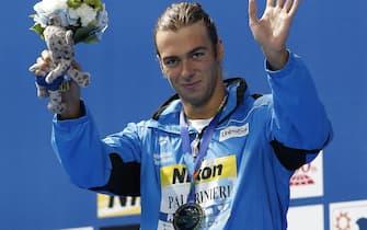 epa04878412 Gold medal winner Gregori Paltrinieri of Italy celebrates after the Men's 1500m Freestyle final at the FINA Swimming World Championships 2015 in Kazan, Russia, 09 August 2015.  EPA/VALDRIN XHEMAJ