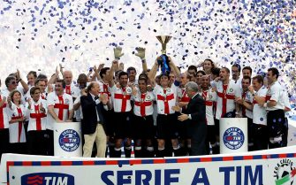 MILAN, ITALY - MAY 27:  The Inter Milan players celebrate with the Scudetto trophy after the Serie A match between Inter Milan and Torino at the Stadio Giuseppe Meazza on May 27, 2007 in Milan, Italy. (Photo by New Press/ Getty Images)