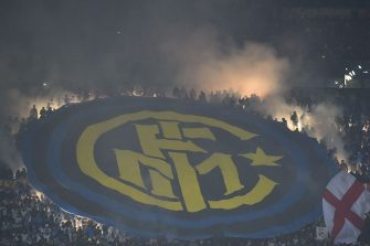 TOPSHOT - Inter Milan's supporters light flares during the Italian Serie A football match AC Milan Vs Inter Milan on November 20, 2016 at the 'San Siro Stadium' in Milan.  / AFP / GIUSEPPE CACACE        (Photo credit should read GIUSEPPE CACACE/AFP via Getty Images)