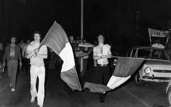 © LAPRESSE17-06-1970 ROMASPORT CALCIOMONDIALI DI CALCIO IN MESSICO 1970NELLA FOTO: TIFOSI ITALIANI PER LE VIE DI ROMA PER LA VITTORIA DELL'ITALIA SULLA GERMANIA ED ENTRATA ALLA FINALE.BUSTA 2580