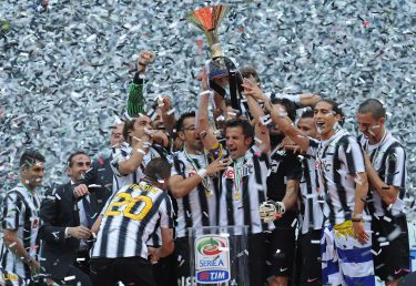 TURIN, ITALY - MAY 13:  Alessandro Del Piero of Juventus FC lifts the Serie A trophy in his last match for the club as he celebrates winning the championship with team-mates after the Serie A match between Juventus FC and Atalanta BC at Juventus Stadium on May 13, 2012 in Turin, Italy.  (Photo by Valerio Pennicino/Getty Images)