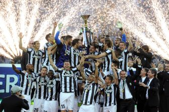 TURIN, ITALY - MAY 11:  Players of Juventus FC celebrate with the Serie A trophy after the Serie A match between Juventus and Cagliari Calcio at Juventus Arena on May 11, 2013 in Turin, Italy.  (Photo by Claudio Villa/Getty Images)