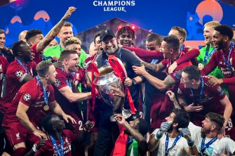 MADRID, SPAIN - JUNE 01: Jurgen Klopp, Manager of Liverpool celebrates with the Champions League Trophy after winning the UEFA Champions League Final between Tottenham Hotspur and Liverpool at Estadio Wanda Metropolitano on June 01, 2019 in Madrid, Spain. (Photo by Michael Regan/Getty Images)