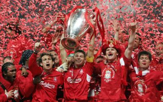 Istanbul, Turkey:  Liverpool's captain Steven Gerrard holds the throphy surrounded by teammates at the end of the UEFA Champions league football final AC Milan vs Liverpool, 25 May 2005 at the Ataturk Stadium in Istanbul.  Liverpool won 3-2 on penalties.    AFP PHOTO FILIPPO MONTEFORTE  (Photo credit should read FILIPPO MONTEFORTE/AFP via Getty Images)