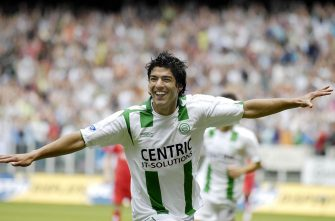 Luis Suarez celebrates a goal during the match between FC Utrecht and FC Groningen on May 17, 2007 at Utrecht, Netherlands. (Photo by VI Images via Getty Images)