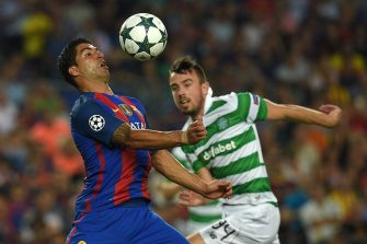 Barcelona's Uruguayan forward Luis Suarez (L) controls the ball prior to scoring a goal beside Celtic's Irish defender Eoghan O'Connell (L) during the UEFA Champions League football match FC Barcelona vs Celtic FC at the Camp Nou stadium in Barcelona on September 13, 2016. / AFP / LLUIS GENE        (Photo credit should read LLUIS GENE/AFP via Getty Images)