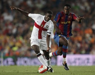 BARCELONA, SPAIN - AUGUST 29:   Toure Yaya (R) of Barcelona duels for the ball with Balotelli of Inter Milan during the Gamper Trophy match between Barcelona and Inter Milan at the Nou Camp Stadium on August 29, 2007 in Barcelona, Spain.  (Photo by Jasper Juinen/Getty Images)