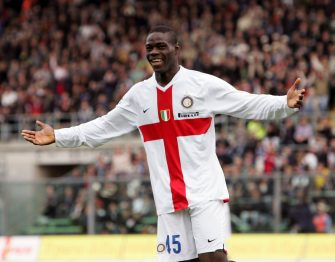 BERGAMO, ITALY - APRIL 06:  Mario Balotelli of Inter celebrates a goal during the Serie A match between Atalanta and Inter Milan at the Stadio Azzurri d'Italia on April 6, 2008 in Bergamo, Italy. (Photo by New Press/Getty Images)