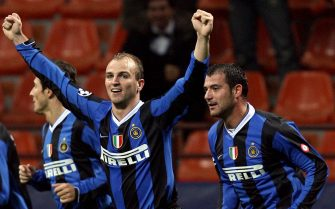 Milan, ITALY: Inter Milan's midfielder Esteban Cambiasso (C) is congratulated by his teammates (from L) Nicolas Burdisso, Javier Zanetti and Dejan Stankovic after scoring a goal against Valencia during their first knockout Champions League football match, at San Siro stadium, in Milan, 21 February 2007. AFP PHOTO/PACO SERINELLI (Photo credit should read PACO SERINELLI/AFP via Getty Images)