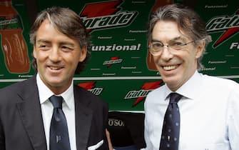 20070527 - MILANO - SPR - CALCIO: INTER - TORINO.Il presidente dell'Inter Massimo Moratti (d) in panchina con l'allenatore Roberto Mancini. DANIEL DAL ZENNARO/DAZ/ANSA