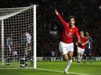 Manchester, UNITED KINGDOM:  Manchester United's Ruud van Nistelrooy (C) celebrates scoring a late goal against Benfica during the Champions League Group D football match at Old Trafford in Manchester 27 September 2005. Manchester United won the game 2-1. AFP PHOTO ADRIAN DENNIS  (Photo credit should read ADRIAN DENNIS/AFP via Getty Images)