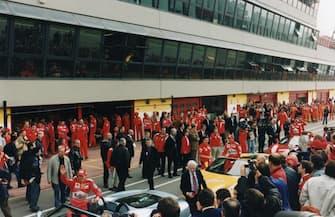 Archivio Girella / Lapresse29 ottobre 2000Scarperia - Autodromo internazionale del MugelloPubblico in delirio per la celebrazione dei due Mondiali della Ferrrari,Schumacher e Barrichello passarella spettacolo.Nella foto : fasi dei festeggiamneti