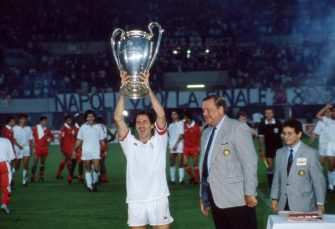 VIENNA, AUSTRIA - APRIL 23:  Franco Baresi of AC Milan lifts the trophy after winnigns the European Cup Final during the match between AC Milan and Benfica at Stadio Prater on April 23, 1990 in Vienna, Austria.  (Photo by Alessandro Sabattini/Getty Images)