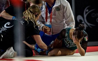 epa06253685 Vanessa Ferrari of Italy injures her leg during  the discipline of the Women's Floor Exercise finals at the FIG Artistic Gymnastics World Championships in Montreal, Canada 08 October 2017.  EPA/ANDRE PICHETTE