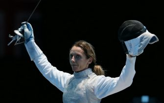 epa03322823 Valentina Vezzali of Italy celebrates her victory over Hee Hyun Nam of Korea following their Bronze medal fight at the Women's Foil Individuals competition during the London 2012 Olympic Games.  in London, Britain, 28 July 2012  EPA/SERGEI ILNITSKY