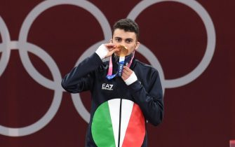 Italy's Vito Dell'Aquila celebrate his gold medal, first for Italy, after won the final match against Tunisia's Khalil Mohamed Jendoubi during Taekwondo Men's -58kg of the Tokyo 2020 Olympic Games at the Makuhari Messe convention centre in Chiba, Japan, 24 July 2021. ANSA / CIRO FUSCO