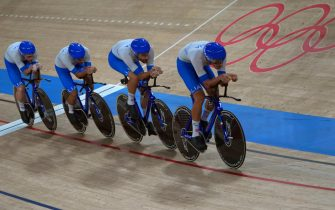 epa09393787 Members of team Italy compete in the men's Team Pursuit Gold Medal final during the Track Cycling events of the Tokyo 2020 Olympic Games at the Izu Velodrome in Ono, Shizuoka, Japan, 04 August 2021.  EPA/CHRISTOPHER JUE