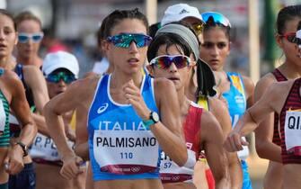 Antonella Palmisano in gara nella 20 km di marcia all'Olimpiade di Tokyo