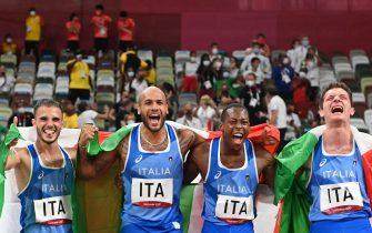 Winners Italia's teammates (from L) Lorenzo Patta, Lamont Marcell Jacobs, Eseosa Desalu and Filippo Tortu celebrate at the end of the men's 4x100m relay final during the Tokyo 2020 Olympic Games at the Olympic Stadium in Tokyo on August 6, 2021. (Photo by Andrej ISAKOVIC / AFP) (Photo by ANDREJ ISAKOVIC/AFP via Getty Images)