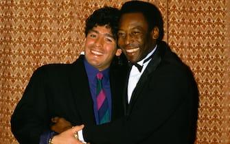 ©Delmati/LapresseArchivio Storicoanni '80sportcalcioDiego Armando Maradonanella foto: il calciatore del Napoli Diego Armando Maradona insieme a Pel