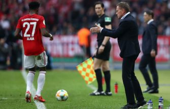 BERLIN, GERMANY - MAY 25: Ralf Rangnick, Manager of RB Leipzig gives his team instructions during the DFB Cup final between RB Leipzig and Bayern Muenchen at Olympiastadion on May 25, 2019 in Berlin, Germany. (Photo by Alex Grimm/Bongarts/Getty Images)