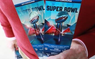 Atlanta. 22nd Jan, 2019. Bob Prather of Atlanta, picks up his Super Bowl tickets at the Mercedes-Benz Stadium ticket window on Tuesday, Jan. 22, 2019, in Atlanta. Credit: Curtis Compton/Atlanta Journal-Constitution/TNS/Alamy Live News