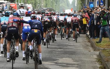 The pack of riders at the departure of the 2nd stage of the 2021 Giro d'Italia cycling race over 179km from Stupinigi to Novara, Italy, 09 May 2021. The 104th edition of the Giro d'Italia will take place from 08 to 30 May 2021. ANSA/LUCA ZENNARO