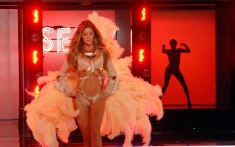 Model Gisele Bundchen walks the runway  during the taping of the Victoria's Secret fashion show in the Hollywood section of Los Angeles, California on November 16, 2006. The show is scheduled for broadcast December 5, 2006 on CBS. (UPI Photo/Jim Ruymen)