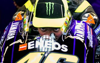 TOPSHOT - Italy's Valentino Rossi concentrates on his Yamaha in the pits within free practice 4 ahead the Italian Moto GP Grand Prix at the Mugello race track on June 1, 2019 in Scarperia e San Piero. (Photo by Filippo MONTEFORTE / AFP)        (Photo credit should read FILIPPO MONTEFORTE/AFP via Getty Images)