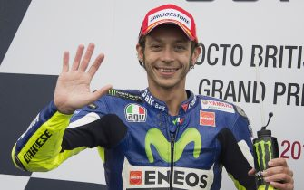 NORTHAMPTON, ENGLAND - AUGUST 30:  Valentino Rossi of Italy and Movistar Yamaha MotoGP celebrates his victory at the end of the MotoGP race during the MotoGp Of Great Britain - Race at Silverstone Circuit on August 30, 2015 in Northampton, United Kingdom.  (Photo by Mirco Lazzari gp/Getty Images)