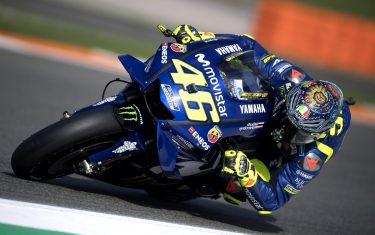 VALENCIA, SPAIN - NOVEMBER 20:  Valentino Rossi of Italy and Yamaha Factory Racing rounds the bend during the MotoGP Tests In Valencia at Ricardo Tormo Circuit on November 21, 2018 in Valencia, Spain.  (Photo by Mirco Lazzari gp/Getty Images)