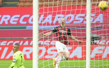 AC Milan s Zlatan Ibrahimovic (L) scores goal of 1 to 0 against Crotone's goalkeeper Alex Cordaz during the Italian serie A soccer match between AC Milan and Fc Crotone at Giuseppe Meazza stadium in Milan, 7 February  2021.ANSA / MATTEO BAZZI