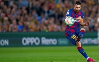 BARCELONA, SPAIN - OCTOBER 06: Lionel Messi of FC Barcelona scores their team's fourth goal after this free kick during the Liga match between FC Barcelona and Sevilla FC at Camp Nou on October 06, 2019 in Barcelona, Spain. (Photo by Quality Sport Images/Getty Images)