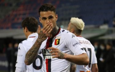 Gianluca Scamacca esulta dopo un gol