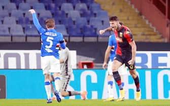 L'attaccante del Genoa, Gianluca Scamacca, esulta dopo un gol in Coppa Italia contro la Sampdoria
