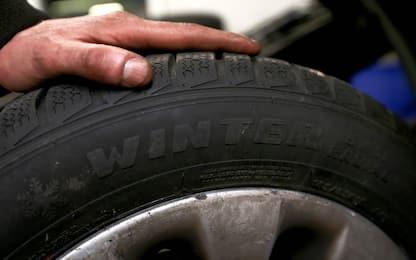 Caserta, furti ad automobilisti dopo aver bucato gomme: due arresti