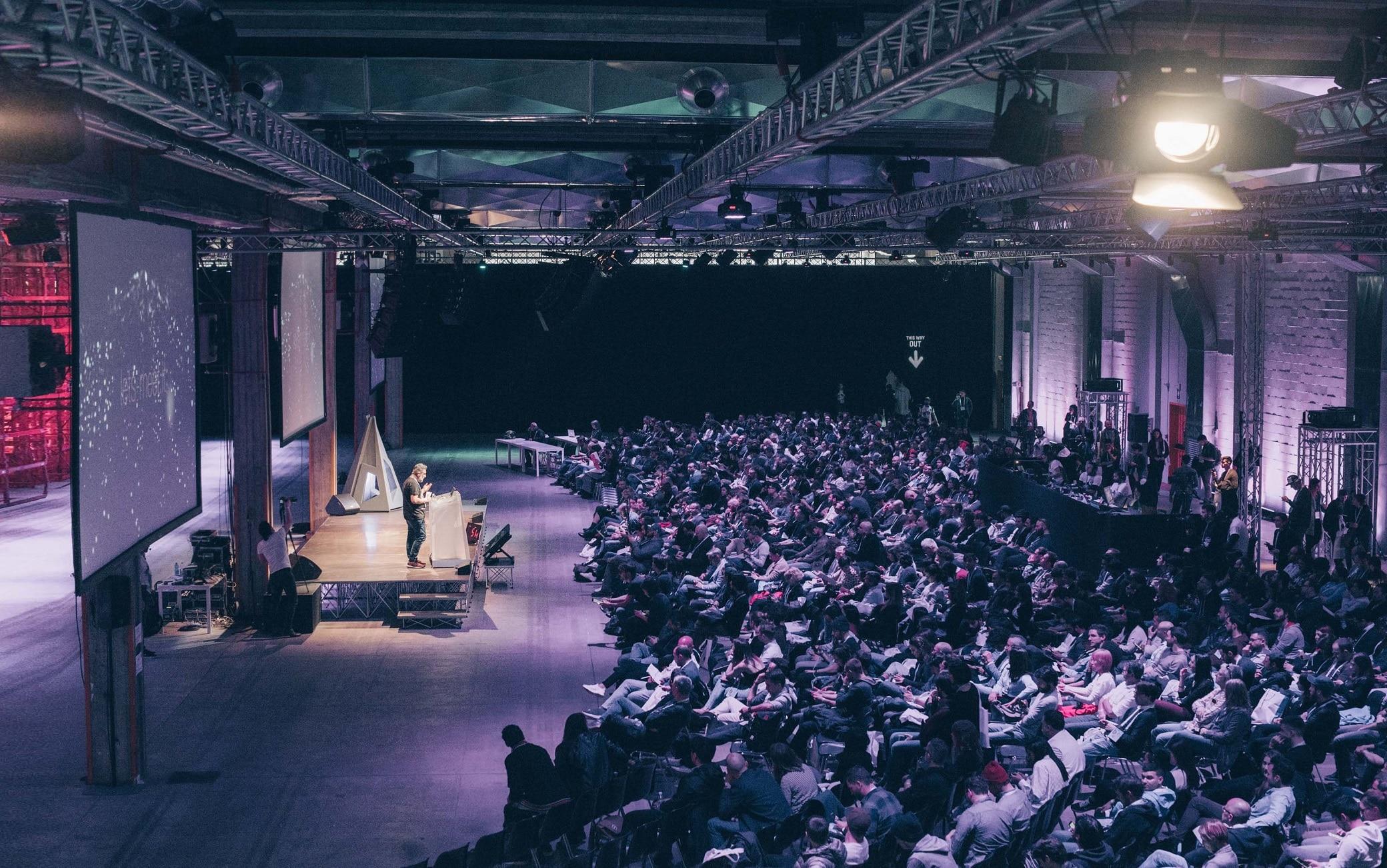 Filippo Spiezia sul palco dei Digital Design Days