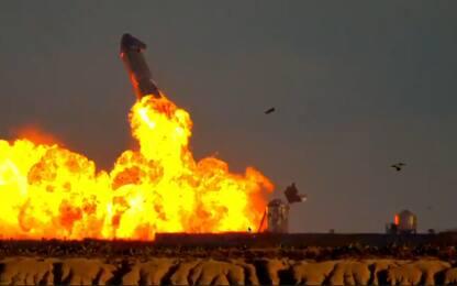 SpaceX, la Starship SN11 esplode durante l'atterraggio