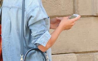 Milano, Anna Valle a passeggio nel quadrilatero della moda. Nella foto: Anna Valle