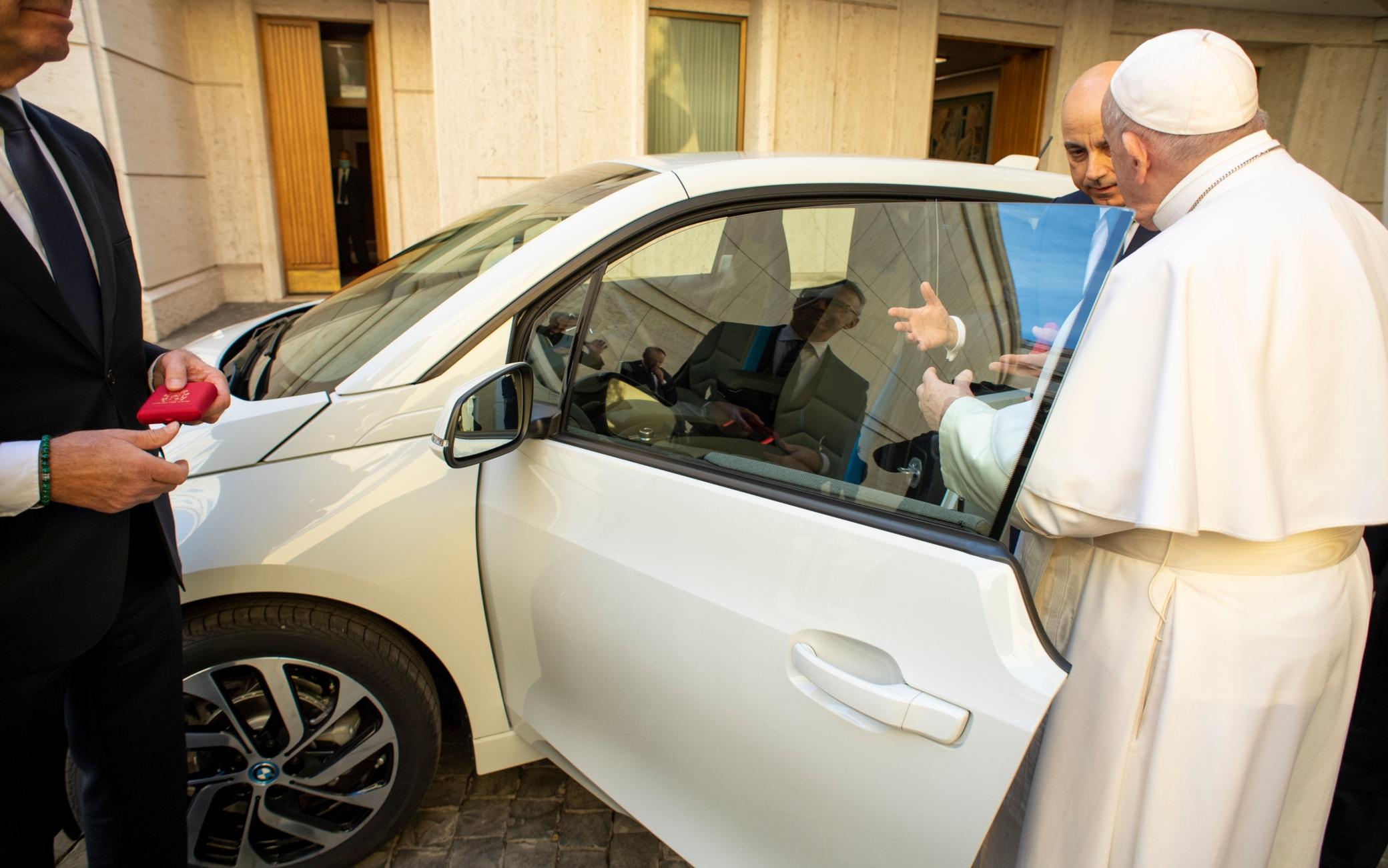 Papa Francesco, Bmw i3