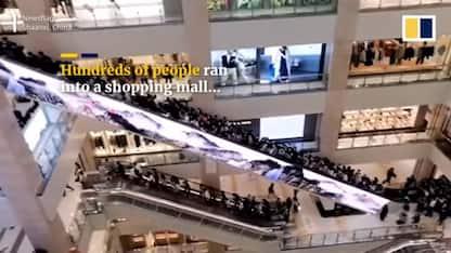 Cina, folla prende d'assalto centro commerciale per il nuovo iPhone