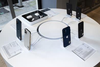 Apple ordina 96 milioni di unità di iPhone per il primo semestre 2021