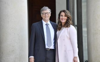 epa05919915 Microsoft Co-founder and philanthropist Bill Gates and his wife Melinda Gates, Co-Chair of the Bill and Melinda Gates Foundation, arrive at the Elysee Palace to receive the French Legion of Honor medal, in Paris, France, 21 April 2017.  EPA/JULIEN DE ROSA
