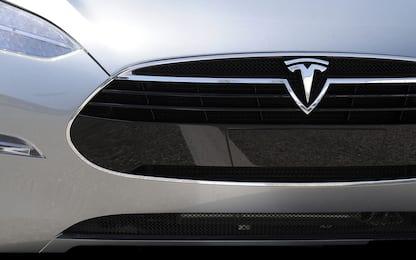 Tesla, voci di accordo con Apple e Amazon per integrare musica su auto