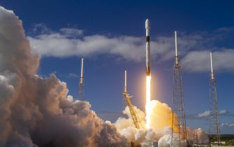 epa07989659 A handout photo made available by SpaceX shows the Falcon 9 rocket, carrying a payload of 60 Starlink satellites, lifting off from a launch pad at the Cape Canaveral Air Force Station in Cape Canaveral, Florida, USA, 11 November 2019. The Starlink satellites were deployed with the aim of providing high-speed internet connection to remote parts of the planet.  EPA/SPACEX / HANDOUT  HANDOUT EDITORIAL USE ONLY/NO SALES