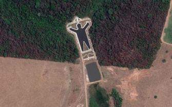 Il lago artificiale a forma di uomo a Bauru, in Brasile, visto da Google Earth