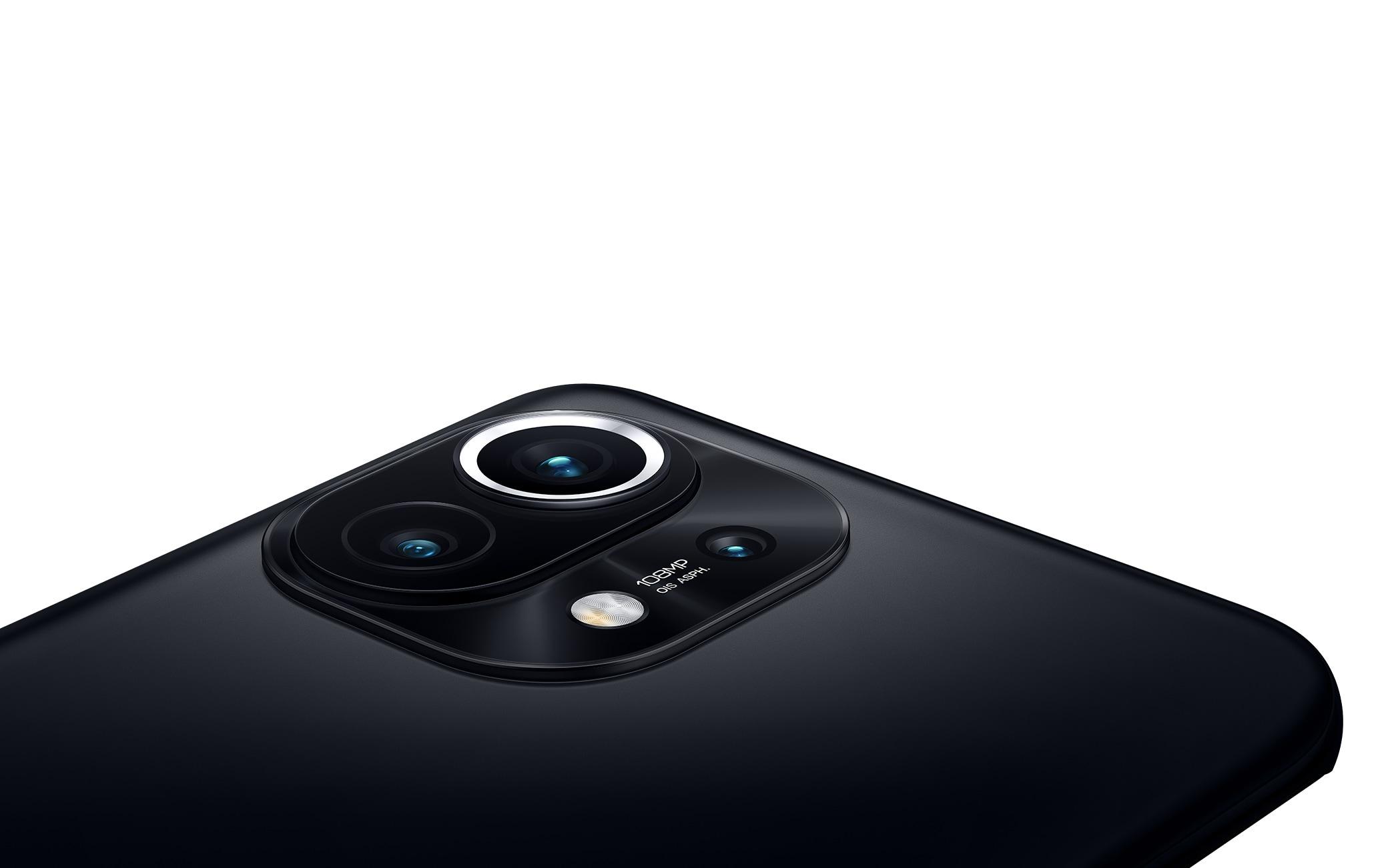 La tripla fotocamera posteriore di Mi 11 5G
